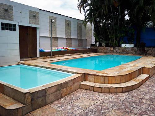 Casa com Piscina para Eventos em Santos